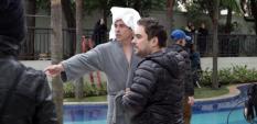 leandro-hassum-filma-cena-em-piscina-de-condominio-em-sao-paulo-1474685110466_615x300